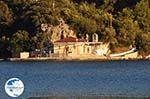 Aghia Kyriaki Church tegenover Nidri (Nydri) - Lefkada (Lefkas) - Photo GreeceGuide.co.uk