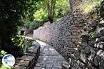 Stenen paadje Agia Paraskevi Monodendri - Zagori Epirus - Photo GreeceGuide.co.uk