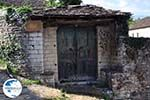Dilofo, typische deur - Zagori Epirus - Photo GreeceGuide.co.uk