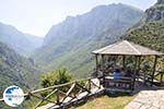 Vikos gorge vanuit Vikos Photo 2 - Zagori Epirus - Photo GreeceGuide.co.uk
