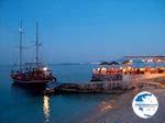 boat 's avonds near Nisaki (Nissaki) Restaurant - Photo GreeceGuide.co.uk